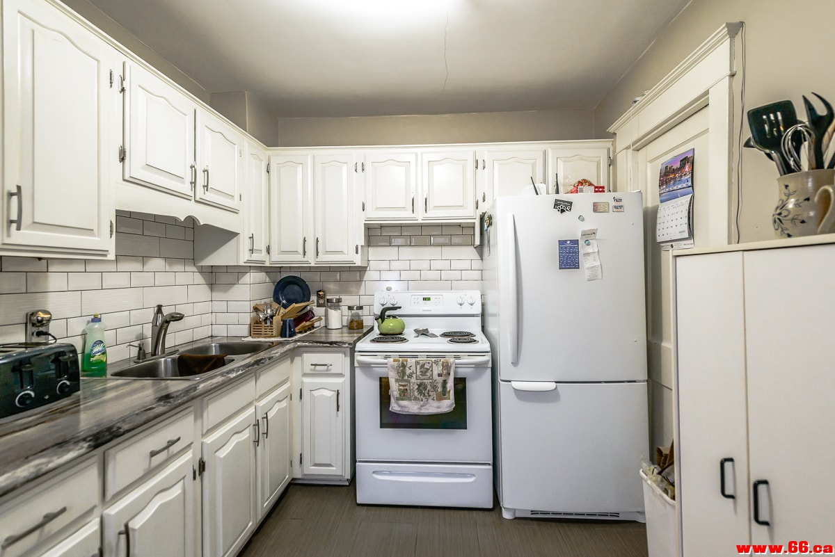 upper kitchen 1-min.jpg