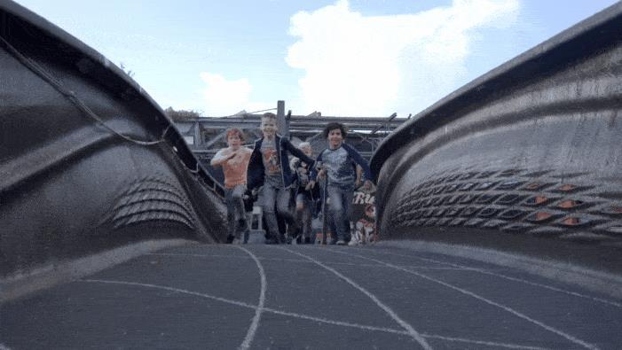 全球首座 3D 打印钢制人行桥在荷兰阿姆斯特丹正式投入运营