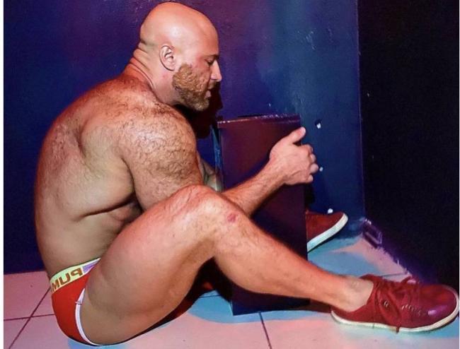 世道日下:泛性恋者、哈萨克健身教练与充气娃娃离婚 新欢让人想不到