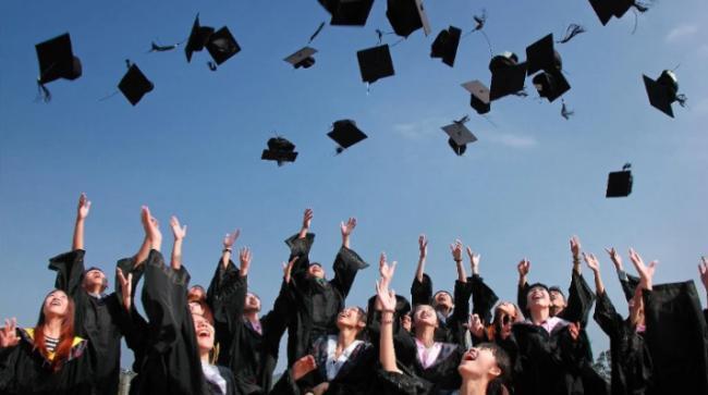 英国不同专业和大学的毕业起薪排名
